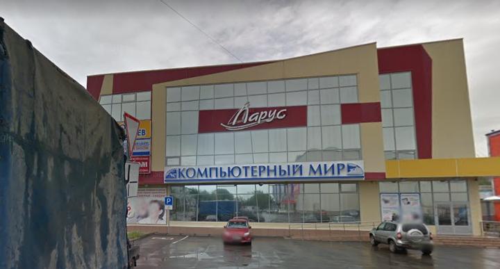 В Северодвинске «Газель» врезалась в здание торгового центра