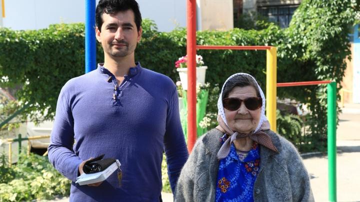 «Считали, что мы хотим забрать квартиру»: челябинские волонтёры вернули зрение 81-летней бабушке