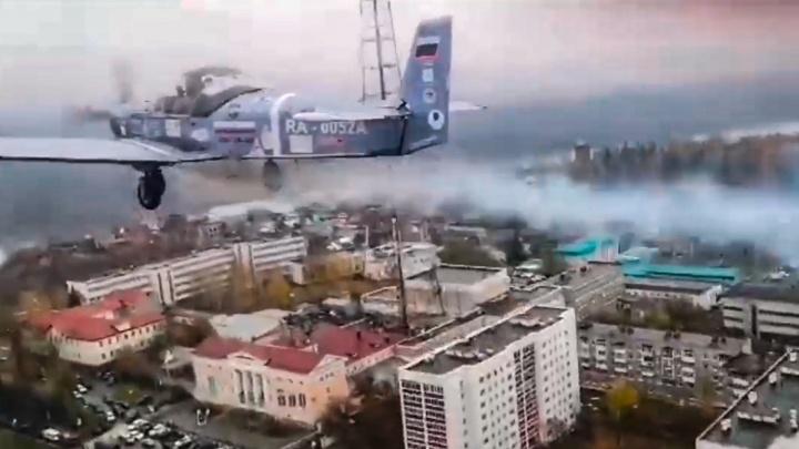 «Классно мы оторвались!» — от земли: пилот показал, как выглядит праздничная Уфа из кабины самолета