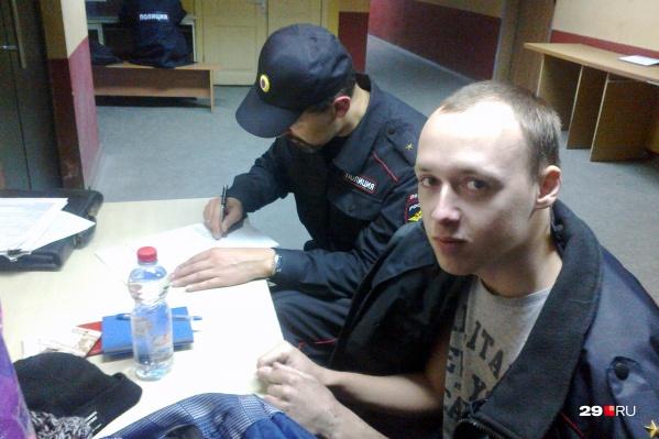 Эту ночь Александр Песков проведет в отделении, завтра его доставят на суд