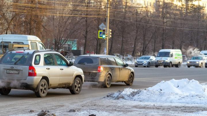 Зима на ваши шины: отвечаем на главные вопросы челябинских водителей про смену колёс