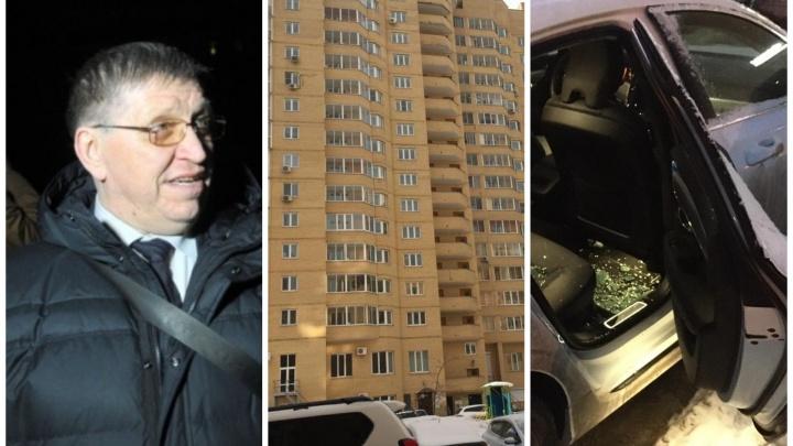 Попытка сменить управляющую компанию привела к войне и разбитым машинам в Екатеринбурге