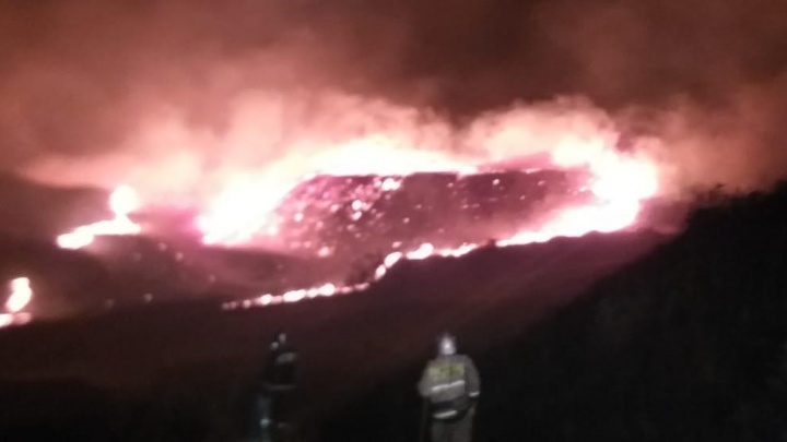 Огненное море: в Башкирии на видео сняли крупный пожар в черте города