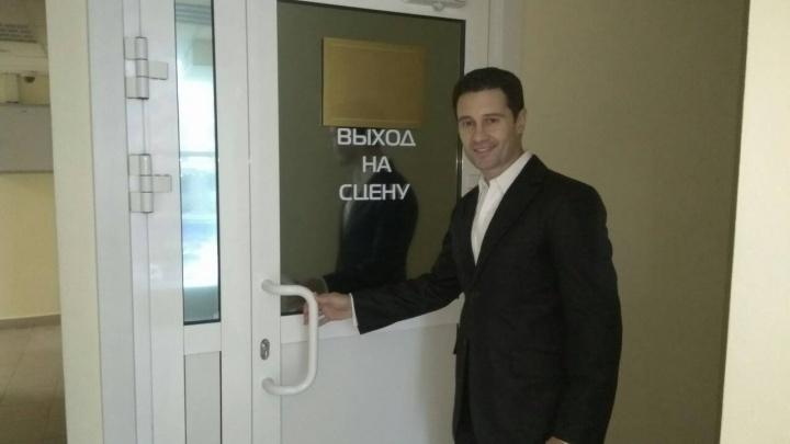 Певец Антон Макарский приехал в Красноярск для поздравления учителей