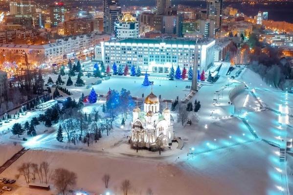 Площадь Славы и храм Георгия