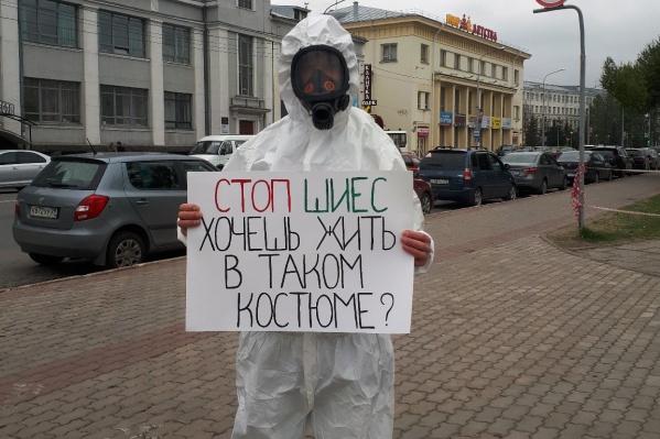 Владимир Григорьев закрыл лицо во время пикета — это считается нарушением