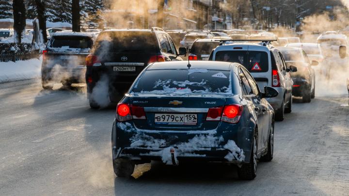 МЧС предупреждает пермяков о сильном гололеде и налипании снега