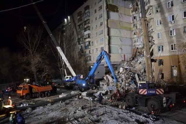 С места трагедии вывезли 37 самосвалов со строительными конструкциями и мусором