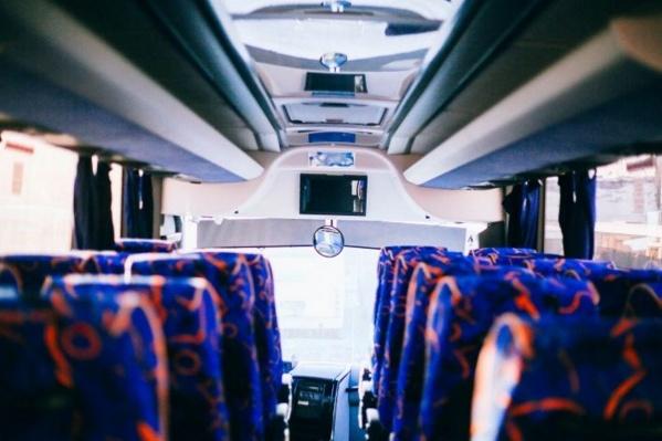 Добраться из аэропорта можно несколькими способами: на рейсовых автобусах, такси, шаттлах, а также арендованных машинах