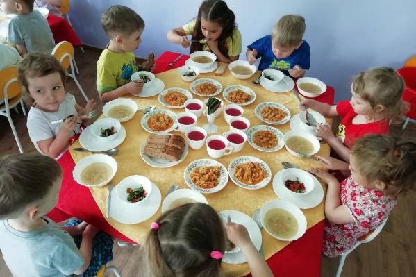 Благодаря тому, что столовые убрали из каждой группы и сделали одну общую, у детей появилось больше места для игр
