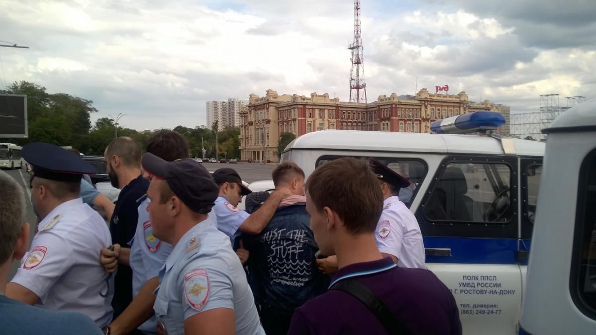 Сергея Гривко увезли на полицейском автомобиле