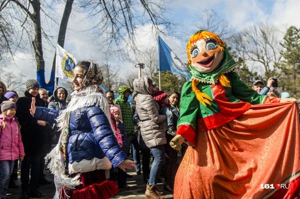 На празднике организуют выставку масленичных чучел и ростовчане выберут лучшие из них