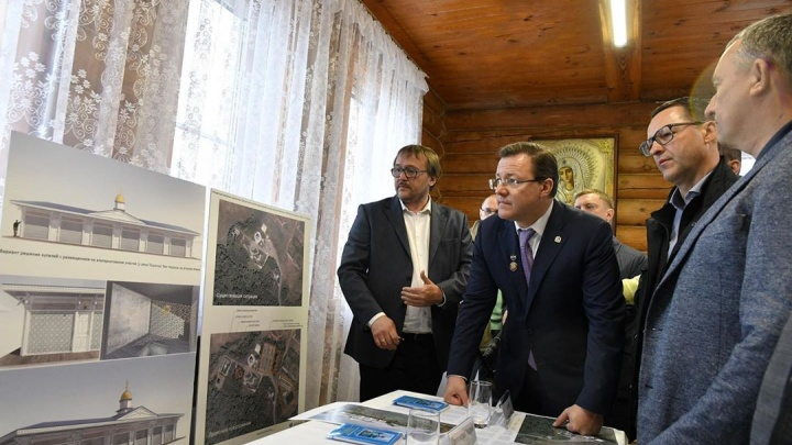 Золото после молебна: Азаров получил награду от РПЦ