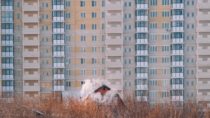 «Дайте мне спокойно здесь пожить»: омичка считает, что её дом подожгли дважды, чтобы она выселилась