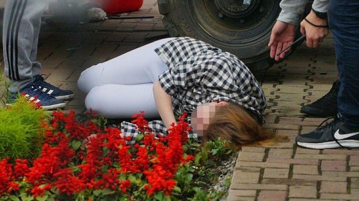 За падение девушки с 3-метровой высоты в центре Екатеринбурга накажут организаторов аттракциона
