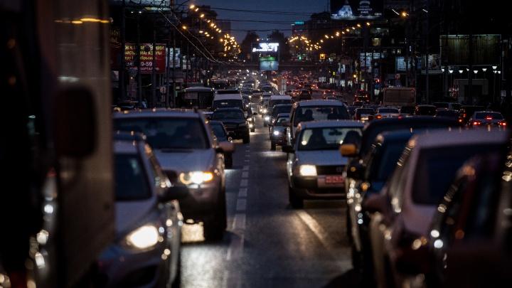 Утро не задалось: новосибирцы встали в 7-километровую пробку на Большевистской