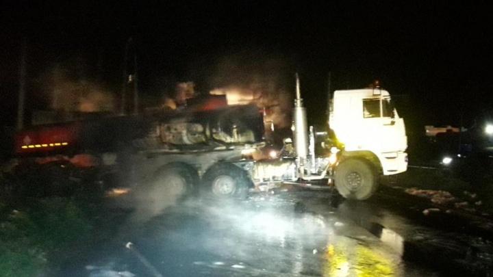 В Башкирии столкнулись и загорелись два КАМАЗа