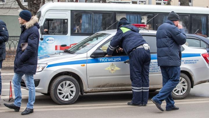 В Ростове автомобиль, врезавшийся в столб, оставил без света весь район