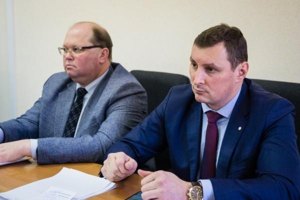 Дмитрий Ведьмедев (справа) работал чиновником по спорту много лет