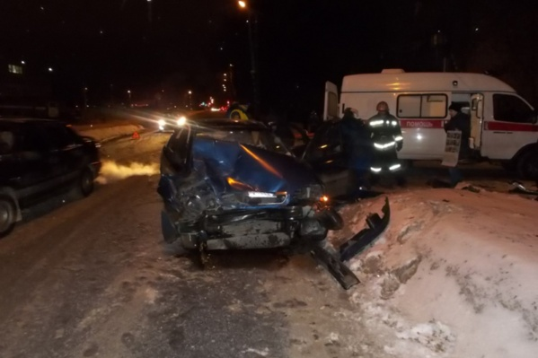 В аварии пострадала женщина, сидевшая за рулём «Шевроле-Ланос»