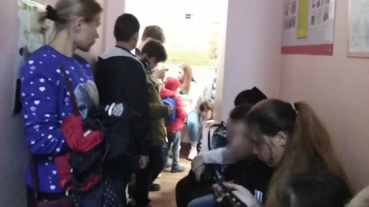 «Истерика после трех часов ожидания»: пермяки пожаловались на очереди в детской поликлинике