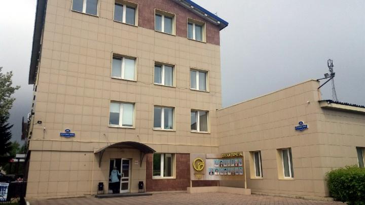 На Красных Зорь закрылся офис «Омскгоргаза»: источники сообщили, что там идут обыски