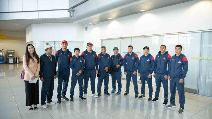 В Екатеринбург прилетела первая команда участников чемпионата мира по боксу