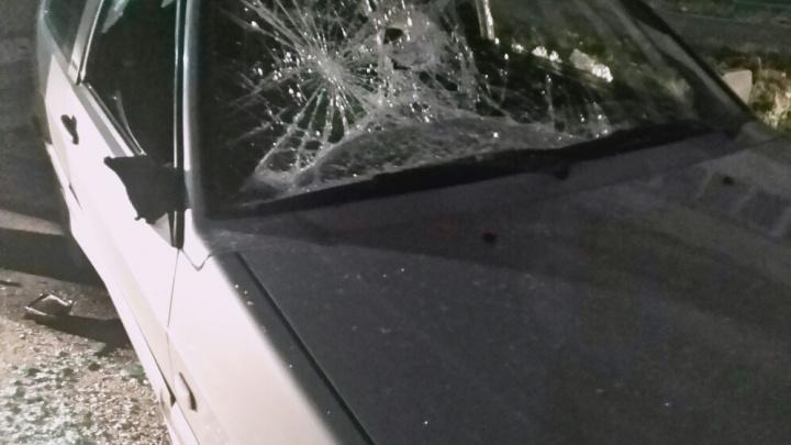«Сидели в салоне, слушали музыку»: копейчанин разворотил прикладом и расстрелял машину