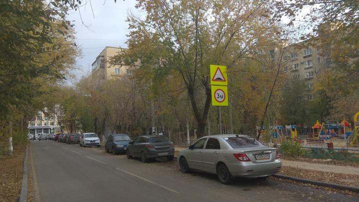 В центре Волгограда ограничили скорость перед несуществующим лежачим полицейским