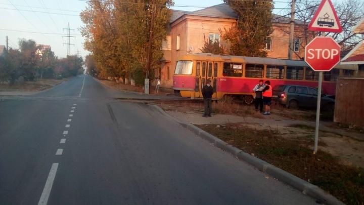 «Вагон явно выскочил из-за кустов»: в Волгограде остановились трамваи сразу трёх маршрутов