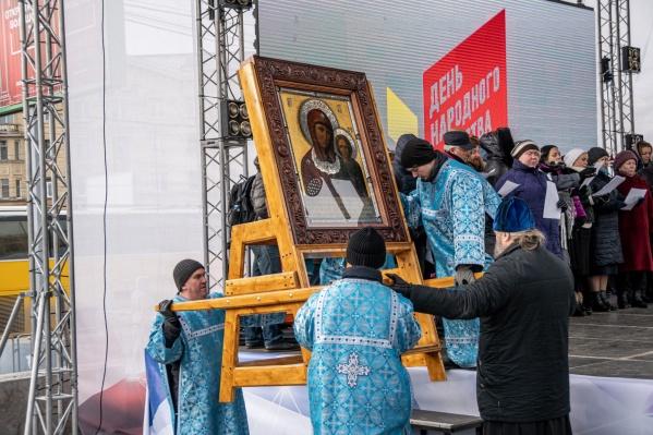 Новосибирцы начали отмечать День народного единства в 11 часов утра