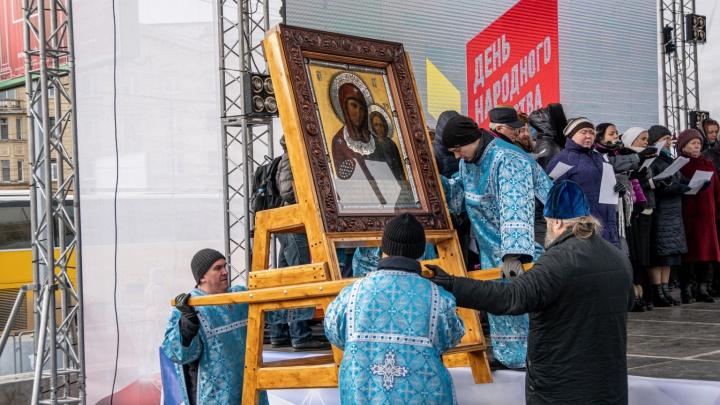 Объединились молитвой: как в Новосибирске прошёл молебен в честь Дня народного единства