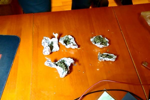Наркотики не удалось продать — действия продавца пресекли сотрудники полиции