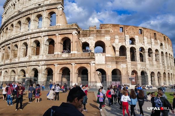 Колизей — визитная карточка Рима. Но без загранника увидеть него доведется только на картинке