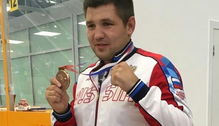 «Бронза чемпионата мира по боксу дома!»: в Волгограде встретили тяжеловеса Максима Бабанина