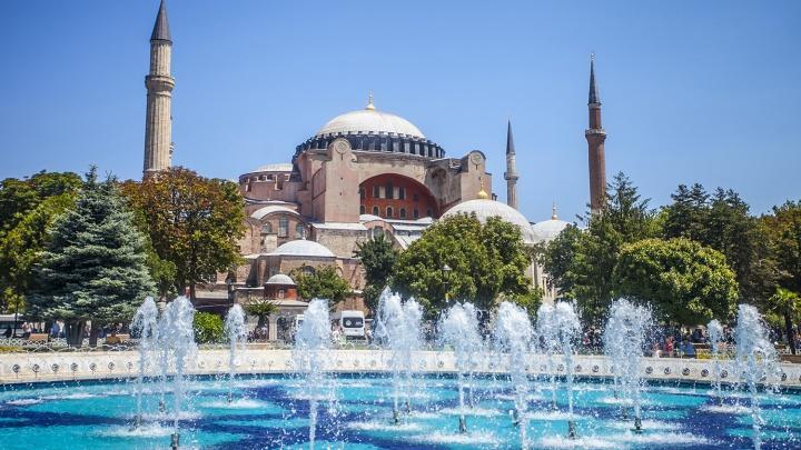 Турция стала ближе: названы летние направления с максимально подешевевшими билетами