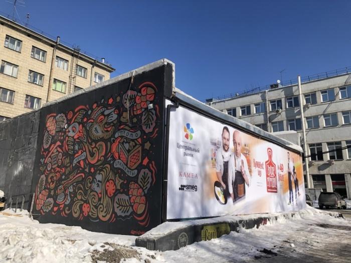 Рекламный баннер закрыл стену с граффити, у которых любят фотографироваться новосибирцы