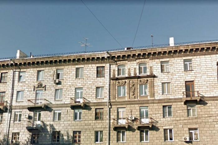Заведение находилось в жилом доме прямо на площади Станиславского