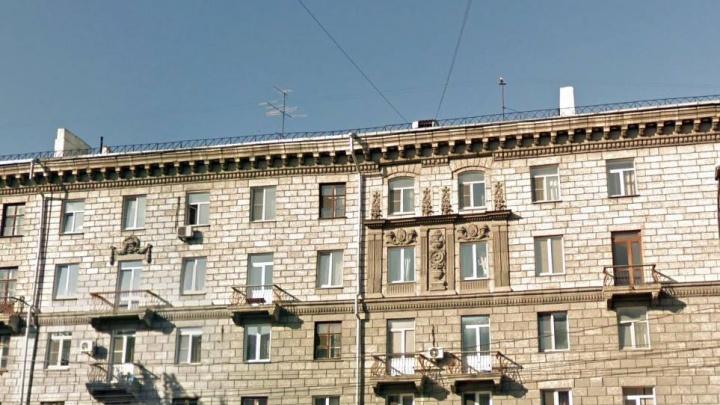 Сибирячек оштрафовали на 200 тысяч за подпольный клуб для игроманов на площади Станиславского
