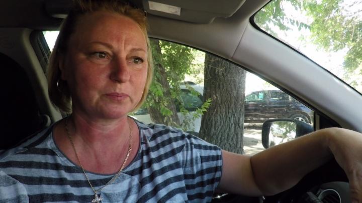 «Мне стыдно быть жалкой»: в Волгограде Сбербанк забирает у матери-одиночки машину за чужие долги