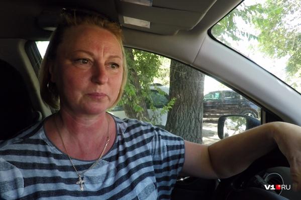 Банк забирает у Ирины машину за долги другого человека