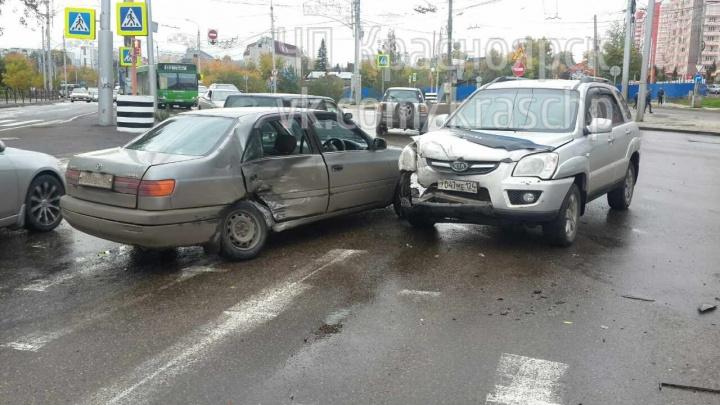 На Копылова «Тойота» пыталась развернуться вопреки знакам и угодила под внедорожник