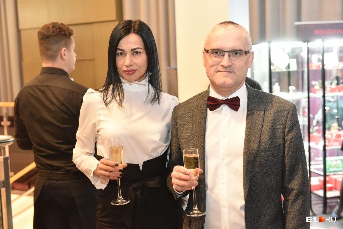 Финансовый аналитик Виталий Калугин с прекрасной супругой