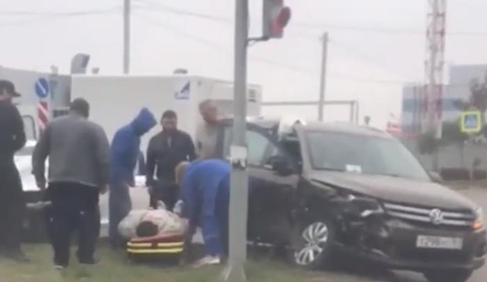 На Левенцовке столкнулись две иномарки, пострадала женщина