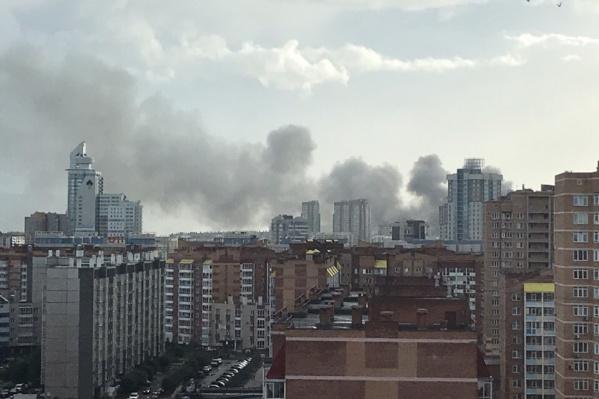 Клубы дыма поднимаются над «Взлёткой»