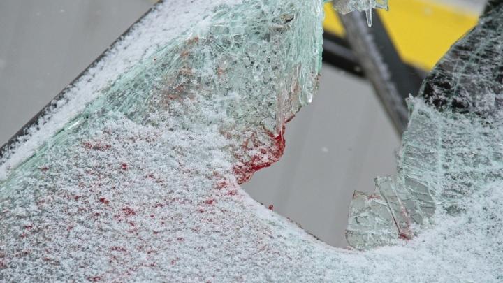 После столкновения с автобусом на трассе «Иртыш» погиб водитель легковушки