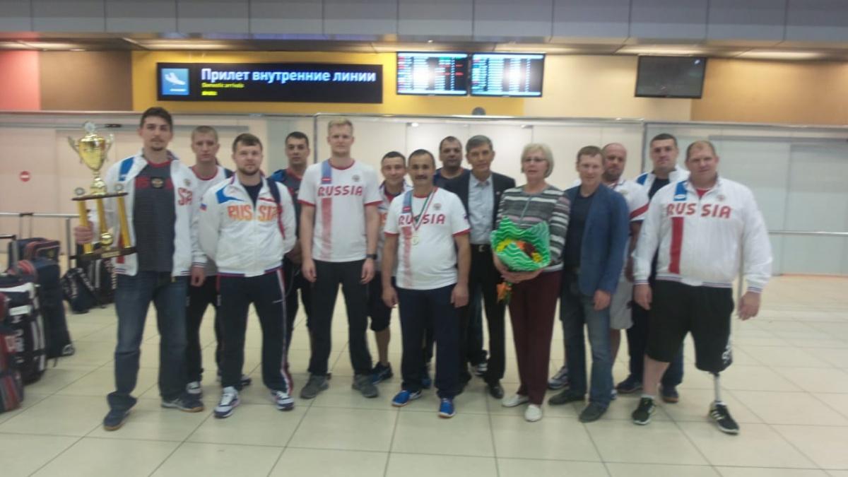 Этой ночью уральцы вернулись в Екатеринбург