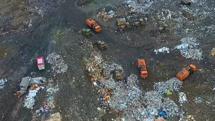 В режиме конспирации: на челябинскую свалку продолжили вывозить мусор вопреки запретам