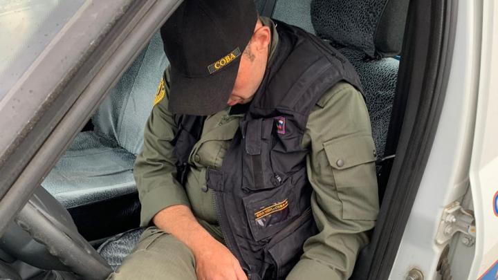 В Екатеринбурге пьяный чоповец из СОВА, протаранивший шлагбаум и пытавшийся скрыться, попална видео