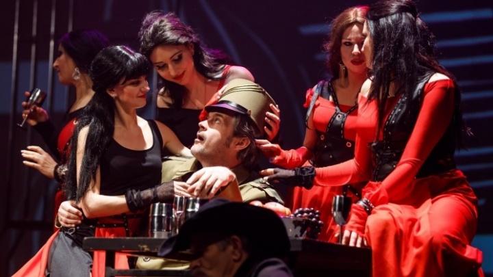 Совсем другая «Кармен»: в театре Волгограда цыганки запели на французском и скинули старые платья